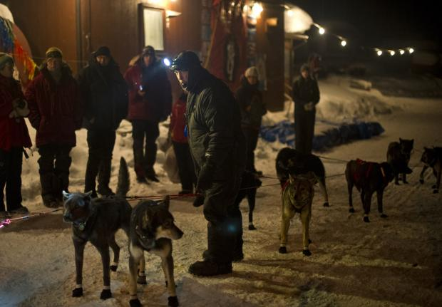 Okay, look at this photo and all the stuff going on.  Check out the spectators, check out the dogs, and check out the musher.